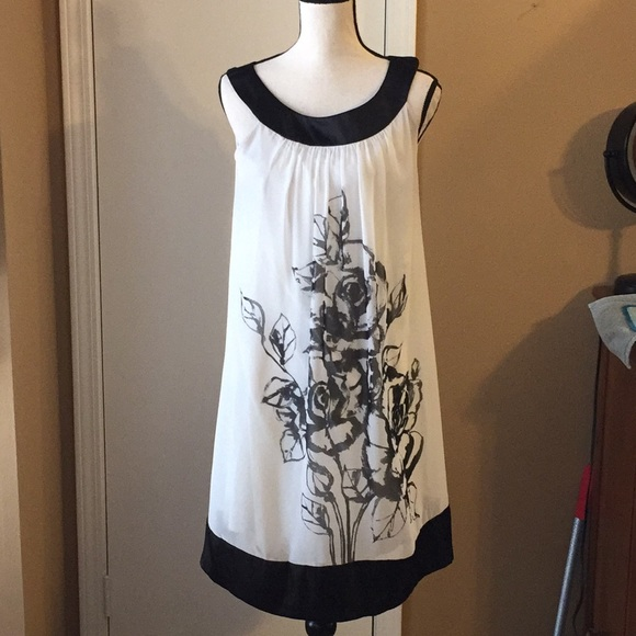 Connected Dresses & Skirts - White Dress with Black Details by Connected Sz 8